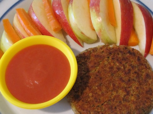 Curry patty with a very simple sauce made of tomato sauce, red curry paste and coconut oil.